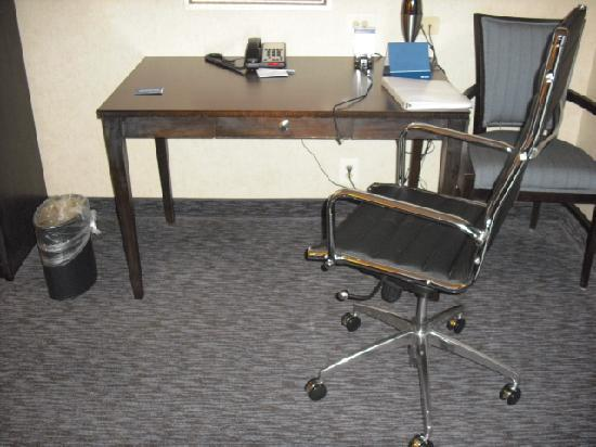 Hampton Inn Doylestown: Desk/Work area