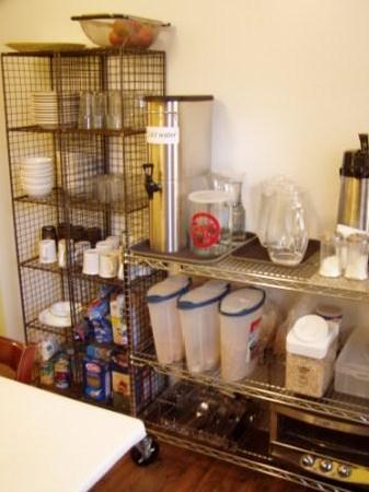 American Dream Hostel: Cereals and bread to eat