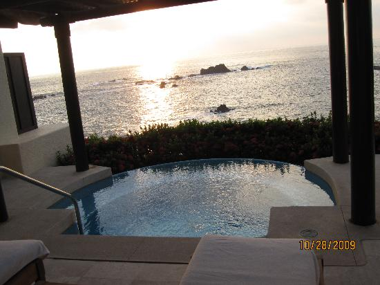 Four Seasons Resort Punta Mita: outside our suite, private jacuzzi