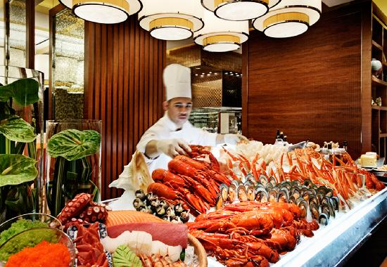 Macao, Kina: Abundant spread of seafood at one of Macau's many fantastic restaurants.