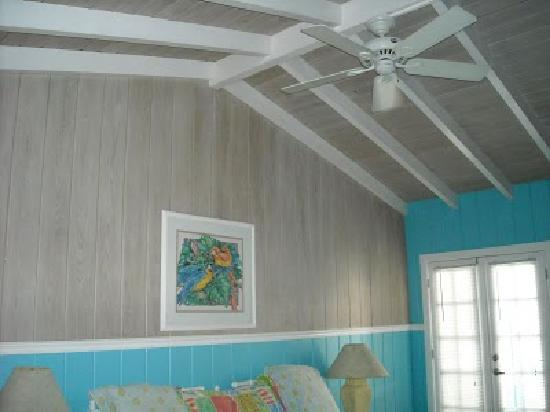 The Islander Inn: Nice ceiling fan