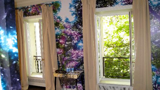 Hotel Particulier Montmartre: The trees are inside and out!