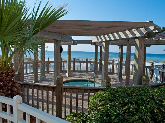 Resorts of Pelican Beach: Beachside hot tub area