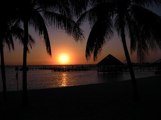 Isla Mujeres Palace: Sunset