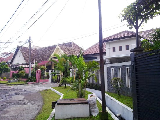 Buminanienie Family Guest House: Adjacent houses