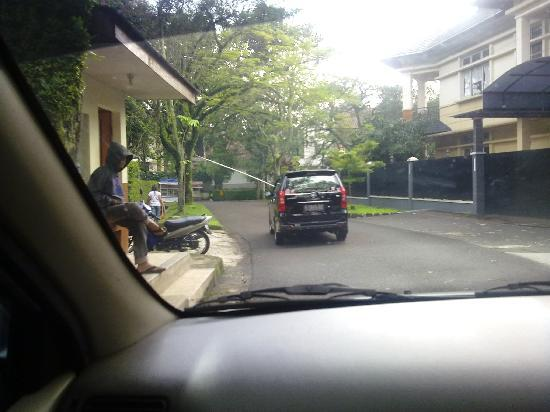 Buminanienie Family Guest House: Leaving the gated area