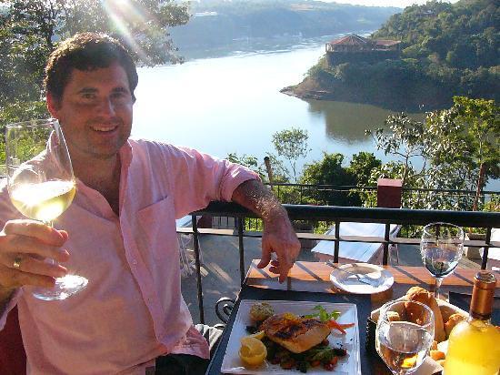 Bocamora Grill and Wine: Unico Restaurant con vista a 3 Paises!