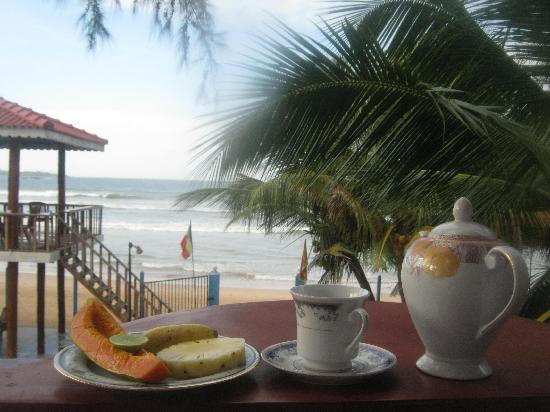 Samaru Beach House : Coffee break on my balcony