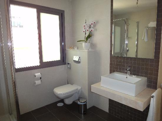 Hotel Avenida 31: baño