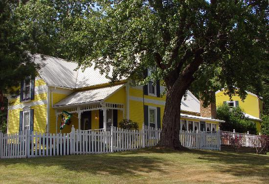 1875 Homestead Bed and Breakfast: The 1875 Homestead B&B