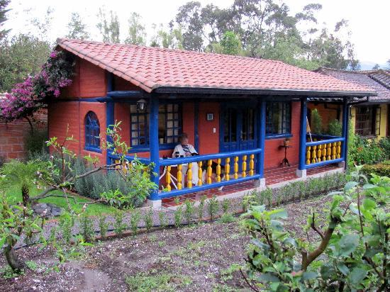 B&B Tumbaco: Our #3 cabana was beautiful with great colors