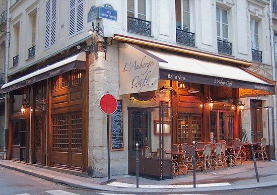 L'Auberge Cafe: Un eauberge au coeur de Paris