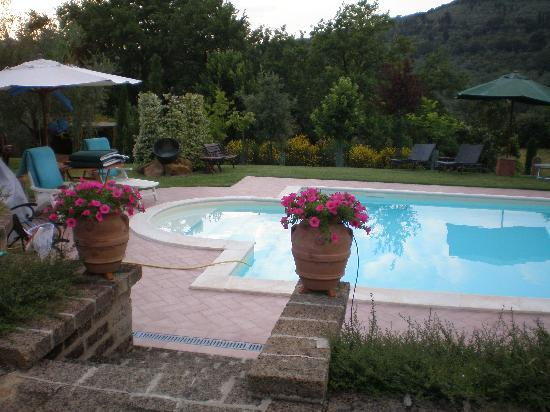 Casina Valloreci : Piscina - Swimming pool