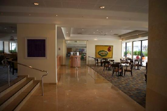 Isrotel Lagoona : Waiting areas and the all-inclusive restaurent in the back.