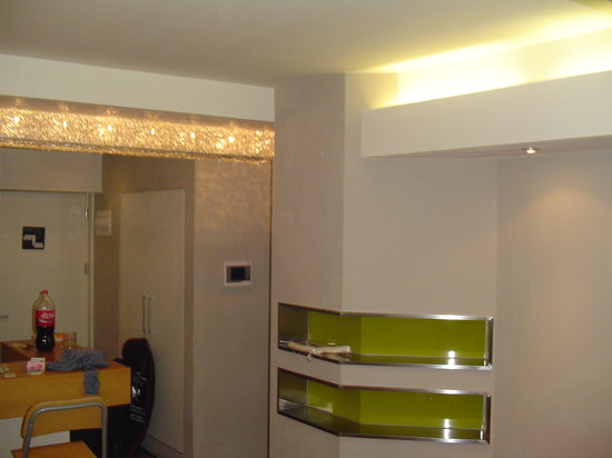 Seasons Park Ruizhi Service Apartment : Pic of the living room / entrance