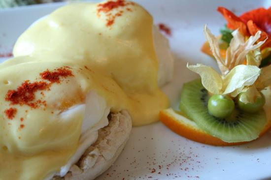 High Pointe Inn: Eggs Benedict anyone?