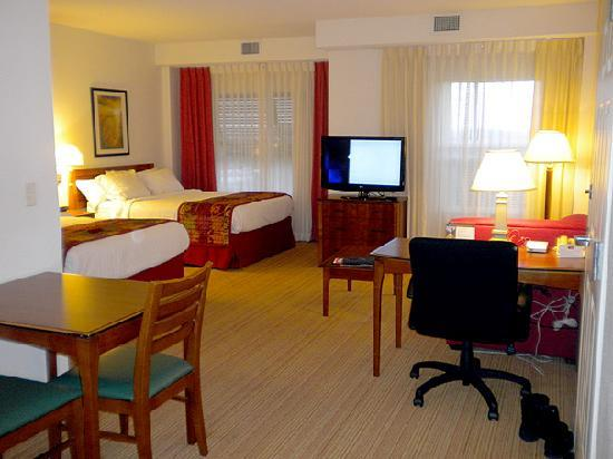 Residence Inn Orlando at SeaWorld: Studio Suite with 2 Queen beds, showing the lounge area, desk (right) and small dining table (le
