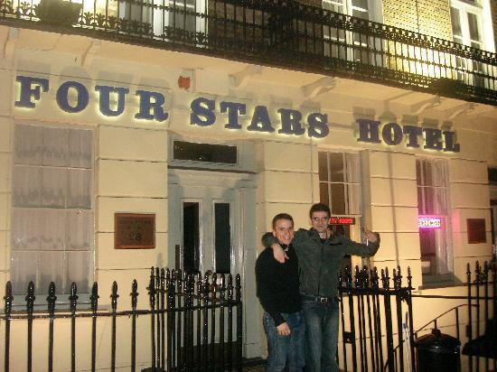Four Stars Hotel: entrada