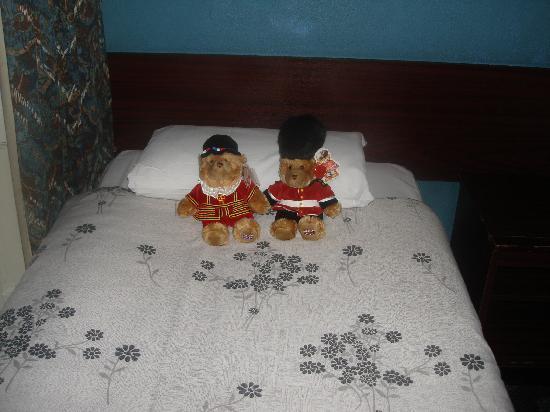 Four Stars Hotel: Cama