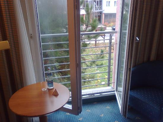 H+ Hotel Magdeburg: Big windows that open completely.