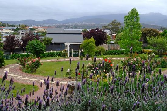 Orana House Heritage Bed & Breakfast: View from Orana House of Hobart CBD