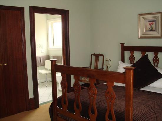 Orana House Heritage Bed & Breakfast: Easy Access Room (double share)