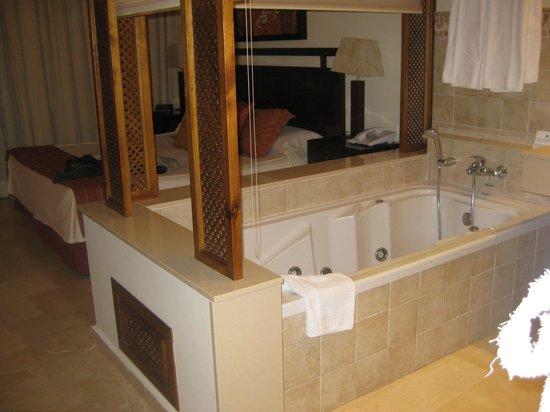 CLC Club La Costa World: en-suite jacuzzi bath