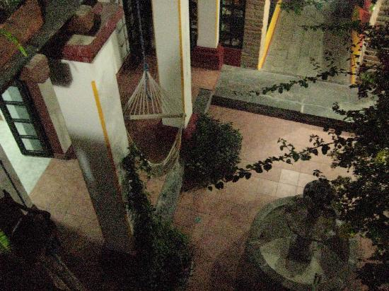 Hostal Dona Esther: central courtyard