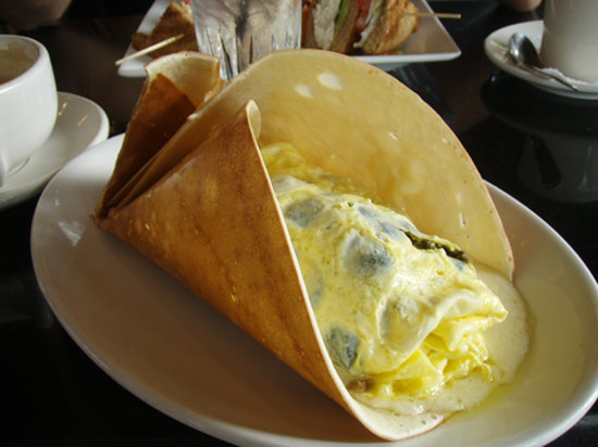 La Bonne Crepe Restaurant: spinach, gruyere and mushroom crepe