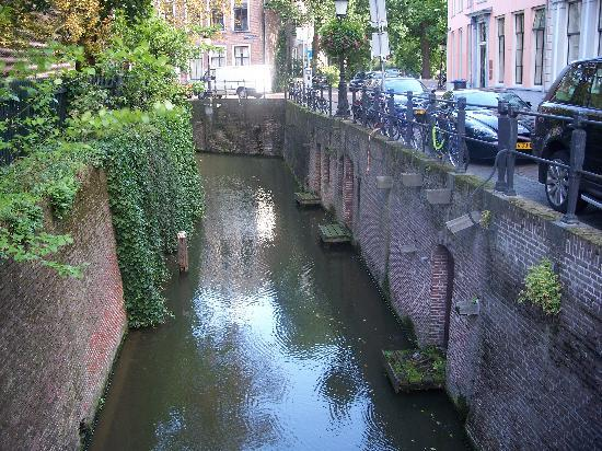 Utrecht, Pays-Bas : another canal view