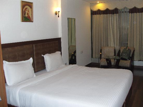 Hotel Saptagiri: Lovely clean room and excellent service