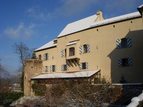 Hotel Burg Wernberg: Exterior after dusting of snow