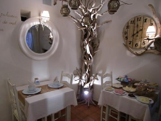 Monsaraz, Portugal: 地階の朝食会場