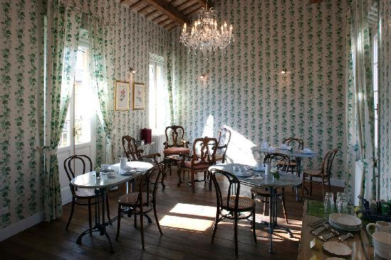 M club De Luxe B&B : Breakfast Room