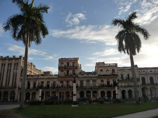 Havana, Cuba: parque la fraternidad habana vieja