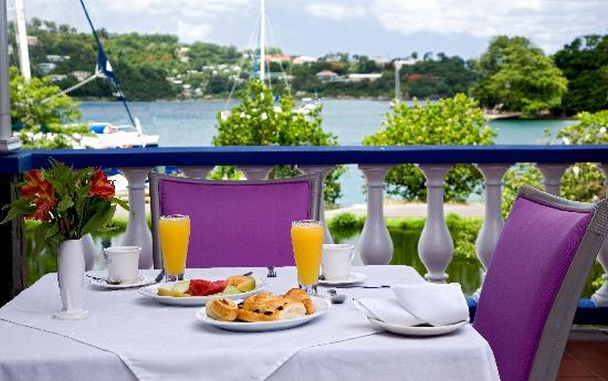 Auberge Seraphine: Breakfast in front of Vielle Bay