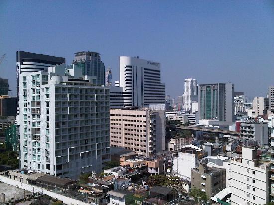 Phachara Suites: Blick vom Hotel zum Nana-Entertainment