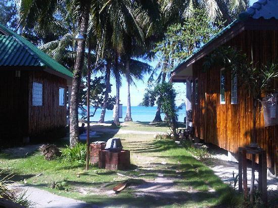 K.B. Resort: Blick vom Bungalow zum Strand