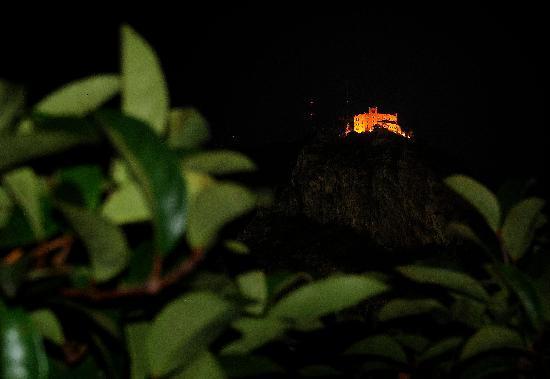 Attic 12 B&B: panorama notturno con Castello Utveggio