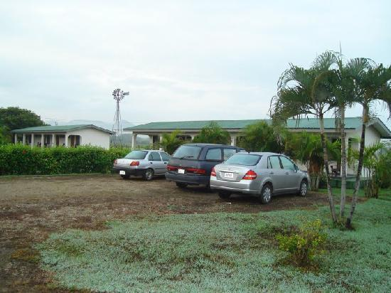 Hotel Paraje del Diria: Lot of space for Parking