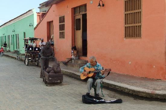 Plaza del Carmen: Street musician