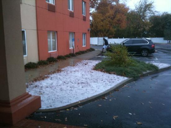 كواليتي سويتس: First snow, Monday, Nov 8th 2010