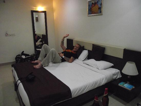 Hotel Gautam Deluxe: typical room