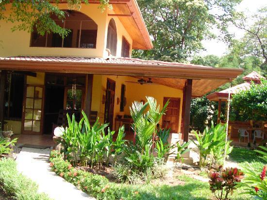 Nosara Beach House: Outside dining area