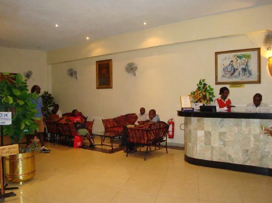 Kohinoor Suite Hotel: Lobby Area