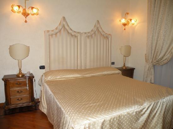 Notre chambre photo de hotel tornabuoni beacci florence for Chambre hotel florence