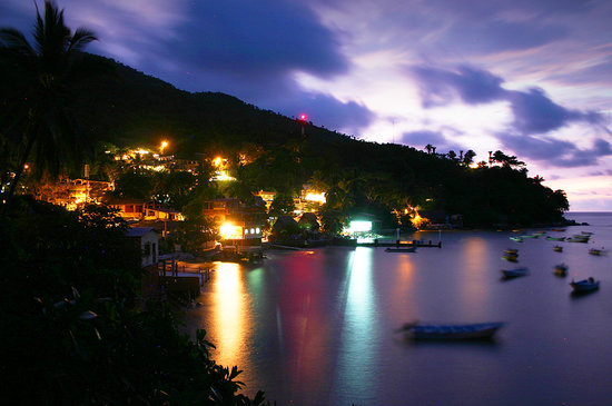 MiraMar Yelapa: View from the patio at  night from Casa Manta Ray and Casa Palmita!