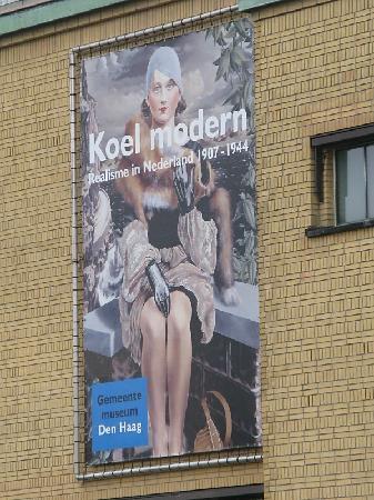Gemeentemuseum Den Haag: Sign for museum
