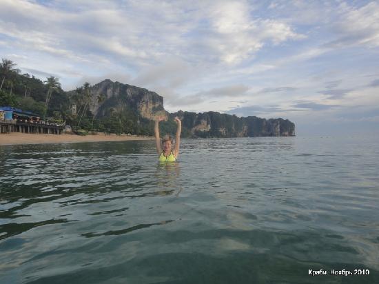 Aonang Terrace Hotel: Купание в Андаманском море
