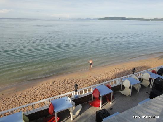 Aonang Terrace Hotel: Пляж отеля